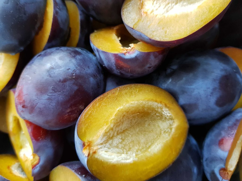 plums Most heathy fruits | Best Fruits | Most Nutritious Fruits
